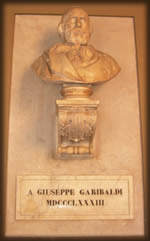 Palazzo del municipio a Rieti busto Garibaldi