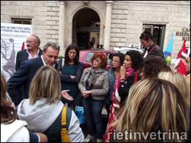 Crisi Conforama, sciopero dei lavoratori in piazza Vittorio Emanuele II