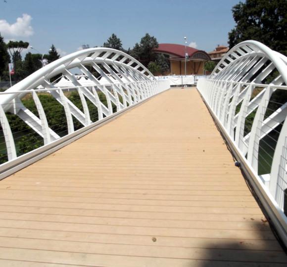 Grilli parlanti di rieti il ponte ciclo pedonale sul - Piscina passo corese ...
