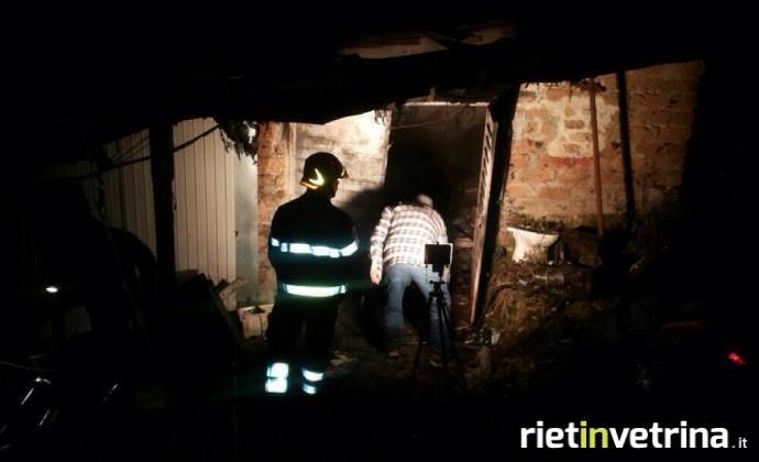vigili_del_fuoco_incendio_capannone_poggio_mirteto_01_01_14.jpg