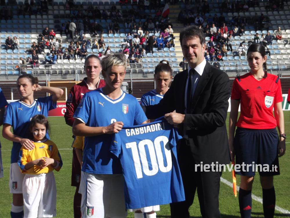 nazionale_italiana_di_calcio_femminile_italia_ucraina_gabbiadini_100_presenze_25_10_14_c