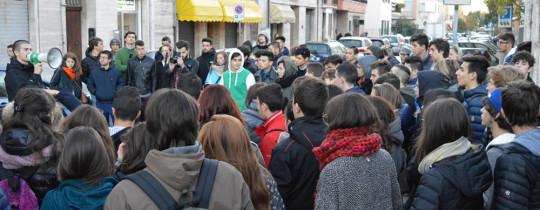 sciopero_manifestazione_studenti_sotto_provincia_20_11_14_a