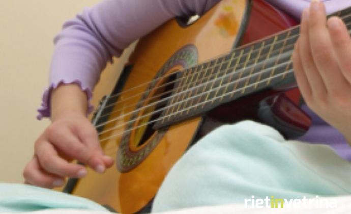studente_alunno_conservatorio_chitarra_strumenti_musicali_1.JPG
