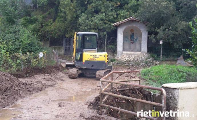 lisciano_fosso_della_valle_intervento_operai_comune_14_10_15