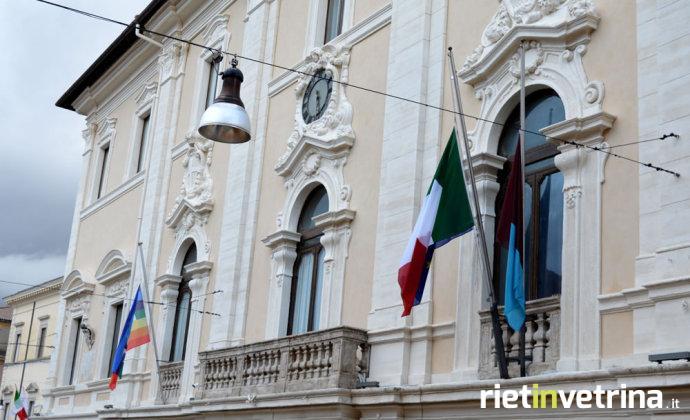 comune_di_rieti_bandiere_a_mezz_asta_bandiera_della_pace_1