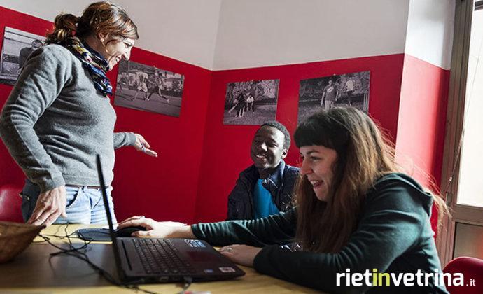 Volontariato, fotografie dal mondo delle associazioni nella mostra