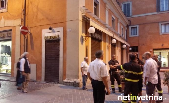 terremoto_controlli_vigili_del_fuoco_e_polizia_municipale_palazzo_capelletti_rieti