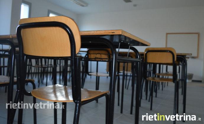 scuola_campoloniano_istituto_comprensivo_villa_reatina_alda_merini_banchi_classe_4
