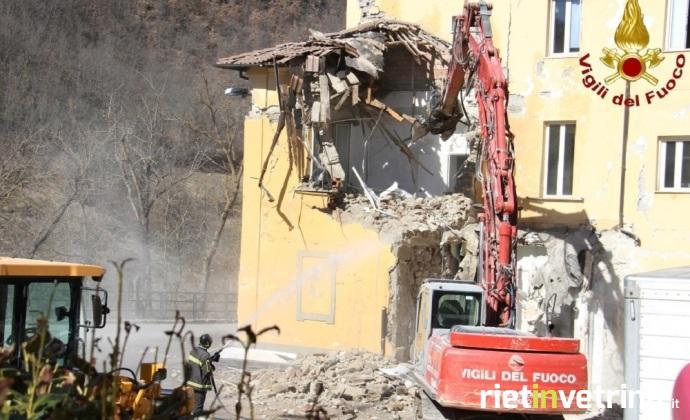 terremoto_amatrice_demolizione_oospedale_grifoni_4