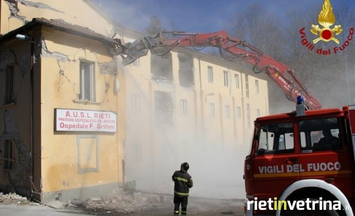 terremoto_amatrice_demolizione_oospedale_grifoni_53