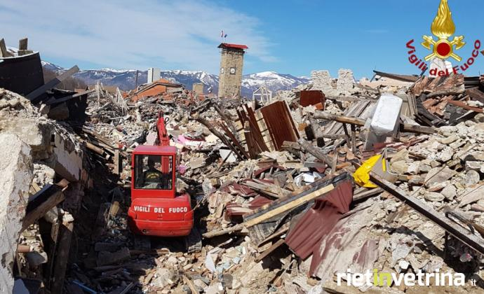 terremoto_amatrice_rimozione_macerie_via_nicola_rosei_1