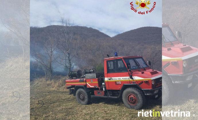 vigili_de_fuoco_incendio_bosco_pompieri