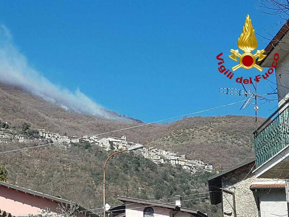vigili_de_fuoco_incendio_bosco_pompieri6