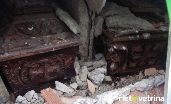 bare_cimitero_grisciano_accumoli_forza_nuova_2