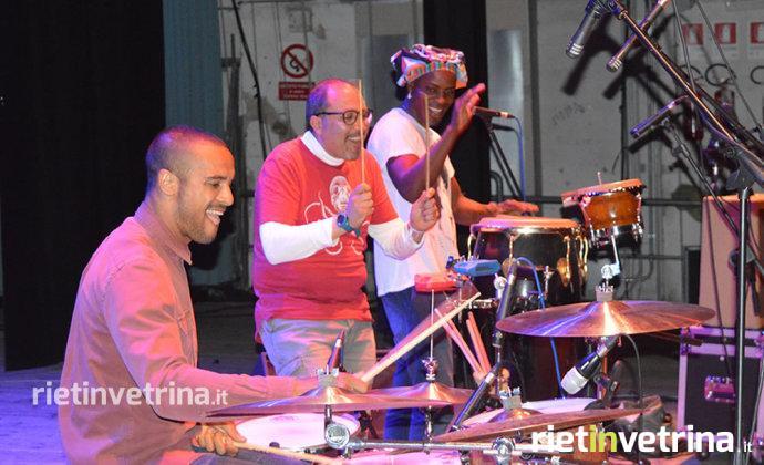 tutti_noi_siamo_amatrice_jam_session_degli_smiling_faces_unplugged_con_andrew_howe_alla_batteria