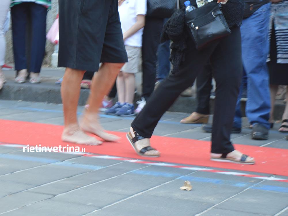 processione_dei_ceri_sant_antonio_giugno_antoniano_2017_14_donna_piedi_nudi