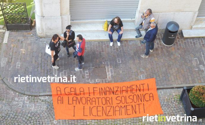 manifestazione_ex_lavoratori_solsonica_gala_sotto_unindustria_rieti_04_10_17