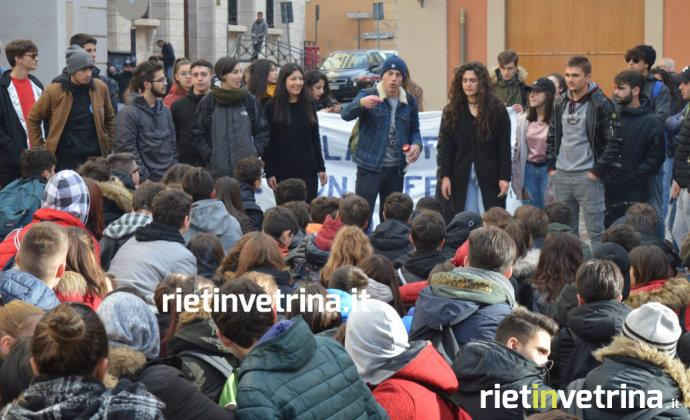 Rieti, alternanza scuola-lavoro: centinaia di studenti in sciopero