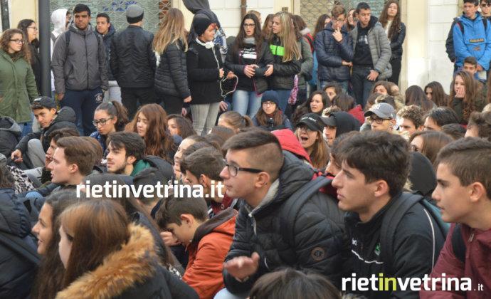 manifestazione_sciopero_controvento_studenti_alternanza_scuola_lavoro_6