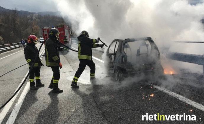 incidente_auto_in_fiamme_capradosso_2