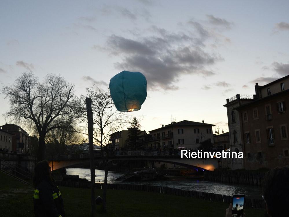 giornata_mondiale_autismo_2018_fiume_velino_lanterne_luminose12
