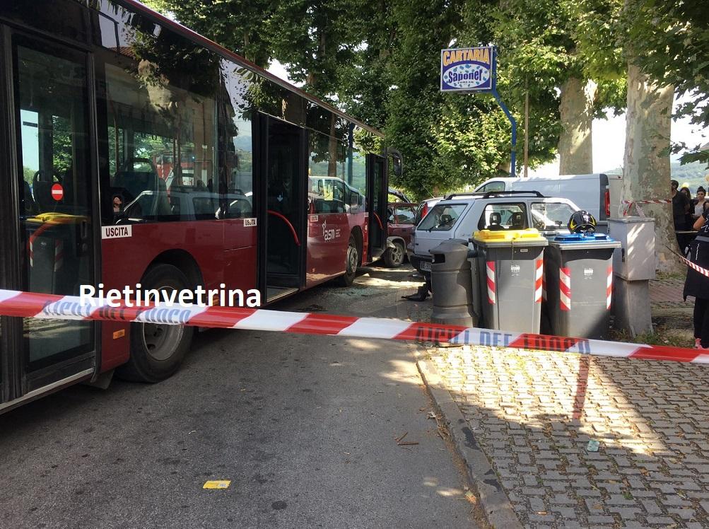 autobus_Asm_contro_auto_porta_d_arce36